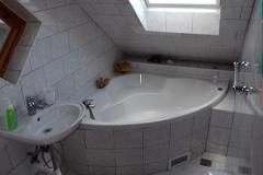 Rohová vana koupelna v patře